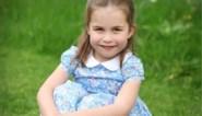 Kate Middleton trakteert met nieuwe foto's van jarige prinses Charlotte
