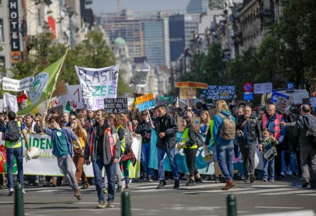 """Opnieuw """"wereldwijde klimaatstaking"""" op 24 mei, Anuna roept vakbonden op om deel te nemen"""