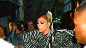 Lady Gaga kiest voor piepkleine handtas van Delvaux