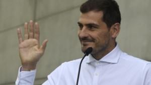 """Iker Casillas verlaat ziekenhuis na hartaanval en laat toekomst open: """"Het belangrijkste is dat ik nog leef"""""""