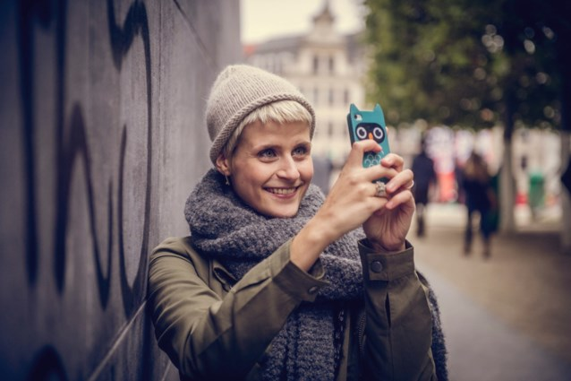 """Eva Daeleman krijgt kritiek na lancering campagnefilmpje: """"Lekker, nog meer plastic!"""""""