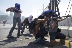 """Oppositieleider Venezuela zet samen met militairen opstand op poten: """"Laatste fase om onrechtmatig bewind af te zetten"""""""
