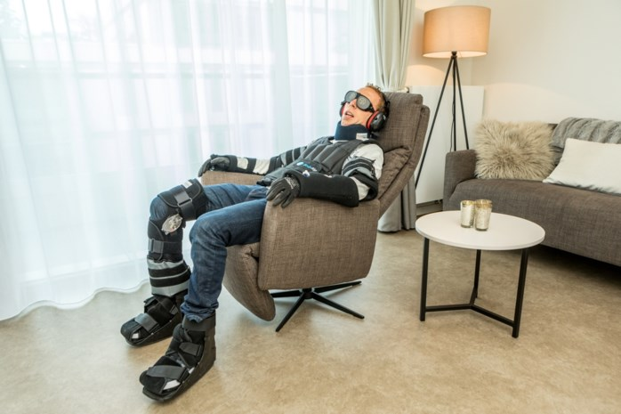 Bijna blind, halfdoof en immobiel: onze man wordt (voor even) 95 jaar oud