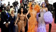Katy Perry als kandelaar en Kim Kardashian gaat helemaal nude: zo over the top was het Met Gala