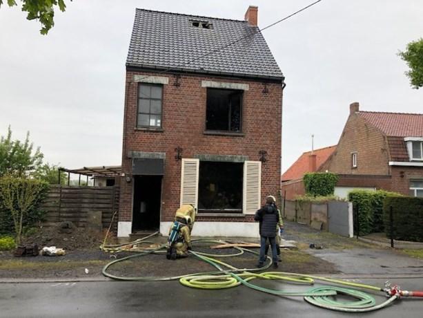 Woning in aanbouw volledig uitgebrand in Oostkamp