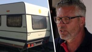 """Philip had vroeger luxeleven in Mallorca, maar leeft nu in caravan van één euro: """"We moeten nu met de kleine dingen gelukkig zijn"""""""