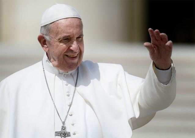 Paus verplicht geestelijken wettelijk om seksueel misbruik te melden
