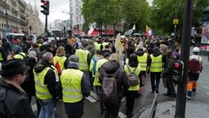 """Amper 1000 """"gilets jaunes"""" in Parijs op 25e zaterdag van protest"""