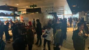 Tientallen vrijwilligers ruimen Noordstation op