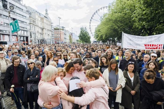 """Een stille mars met een oorverdovende boodschap: """"Dit laat niemand onberoerd. Er moet iets gebeuren"""""""