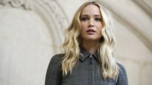 Jennifer Lawrence viert haar verloving in trouwjurk