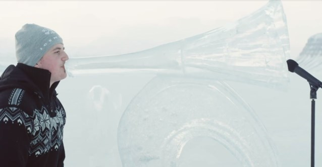 Greenpeace speelt ijsconcert op Noordpool om oceanen te beschermen