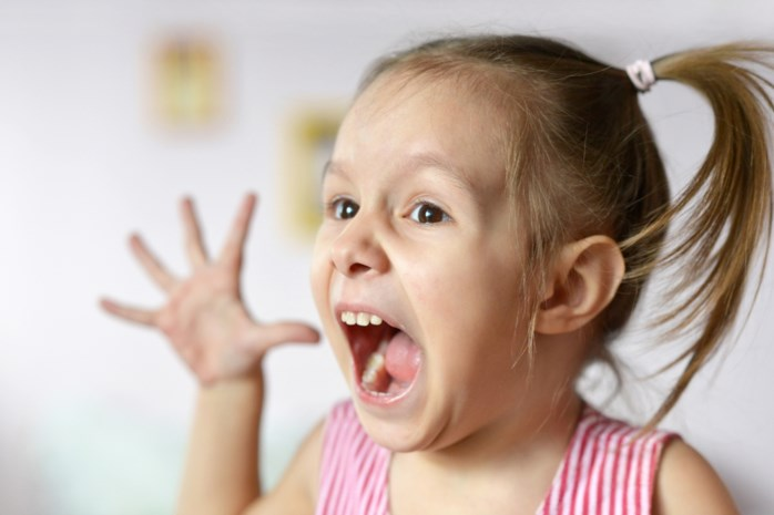 Wat als je kind driftbuien heeft en je de blikken van omstaanders in jouw rug voelt prikken? Opvoedingsexperte Eva geeft raad