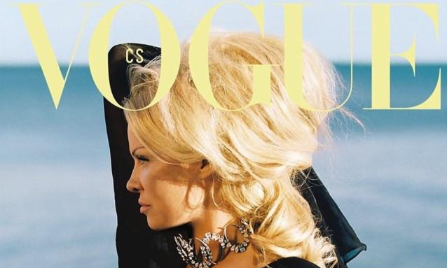 Pamela Anderson staat voor het eerst op de cover van Vogue