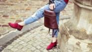 Met dit simpel trucje worden suède schoenen weer als nieuw
