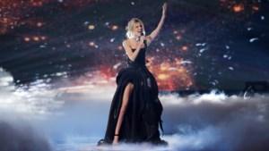 """Twitter wikt en weegt Eurovisiesongfestival en spaart commentaar niet: """"Ik denk dat haar been nep is"""""""