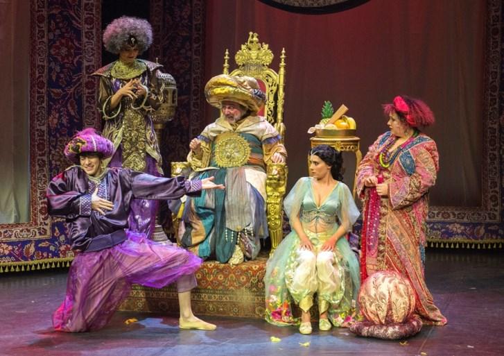"""James Cooke """"in zwijm"""" voor eigen musical 'Aladdin'"""