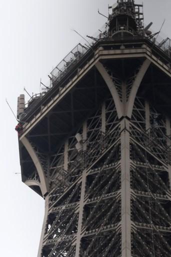 Eiffeltoren ontruimd omdat iemand het beroemde monument probeert te beklimmen