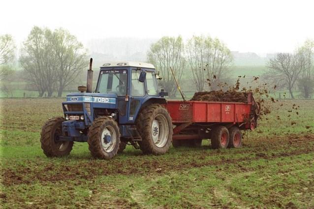 """Greenpeace trekt naar rechter als mestactieplan goedgekeurd wordt: """"41,2 miljoen kippen, varkens en koeien vervuilen ons water"""""""