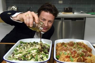 Hoe naked chef Jamie Oliver een enorm imperium opbouwde dat nu volledig wordt uitgekleed