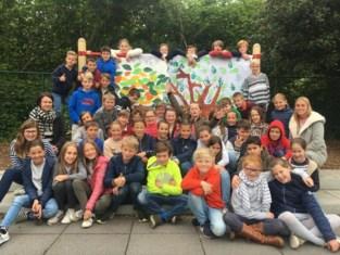 Kinderen van De Letterboom planten nieuw 'Letterbos'