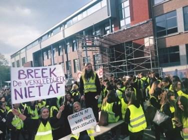 """""""Ongepast, gelet op de actualiteit"""": Schooldirectie verbiedt verkleedpartij na outing van Sam Bettens"""