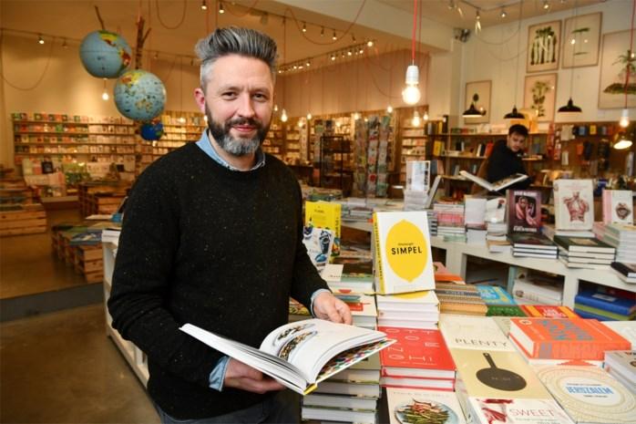 """Boekhandel 't Stad Leest opent speciale derde vestiging in Steenhouwersvest: """"Meer vraag naar schrijfgerief"""""""