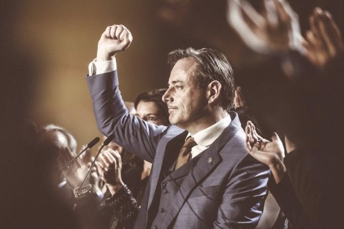 Een dag in het spoor van Bart De Wever: bij de beenhouwer kon er nog gelachen worden