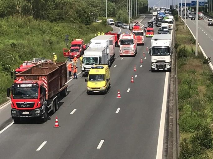 Ongeval met drie vrachtwagens: avondspits rond Kortrijk draait in de soep
