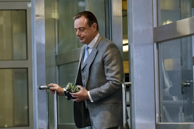 """Bart De Wever bood ontslag aan maar partijtop weigerde: """"Een voorzitter pakt de nederlaag"""""""