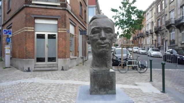 Borstbeeld van Hergé onthuld in wijk van zijn kindertijd in Etterbeek