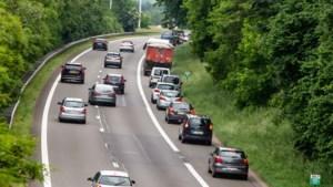 Verdubbeling boete middenvakrijden en verdrievoudiging boete pechstrookrijden: deze verkeersovertredingen worden vanaf 1 juli zwaarder bestraft