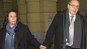 Hand in hand naar de rechter voor de moord op haar man