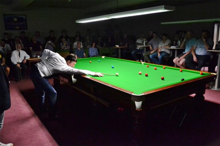 Snookerlegende Jimmy White haalt samen met zijn vriendin in Gent herinneringen op aan… wiet