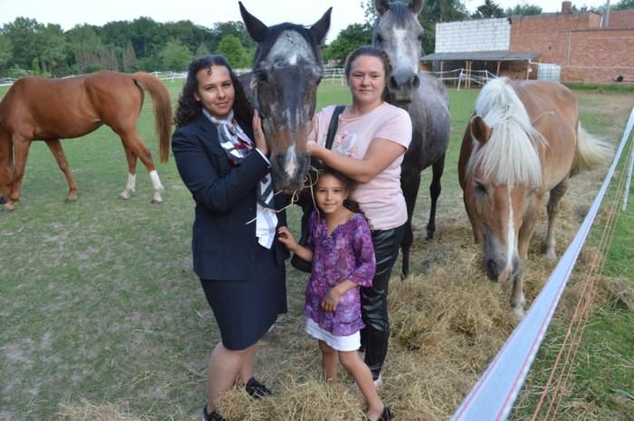 """Ze helpt kinderen met autisme, maar nu is merrie Verona toegetakeld door paardenbeul: """"Wie zoiets doet, is ziek"""""""