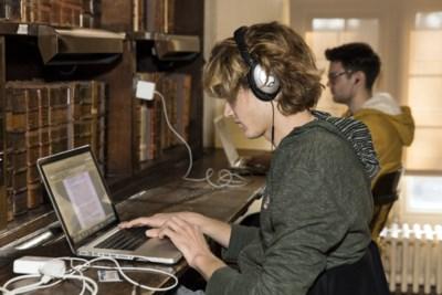 MNM maakt marathonradio voor tijdens de blok, maar helpt muziek je nu echt studeren of net niet?