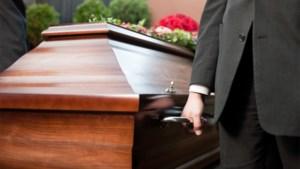 """""""Hoe ga ik verder na de dood van mijn vrouw?"""" Relatietherapeute Rika Ponnet geeft advies"""