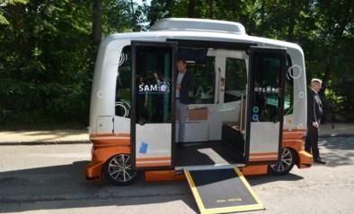 VIDEO. Zelfrijdende busjes steeds dichter bij het echte verkeer, maar voorlopig nog in een Brussels park zonder tegenliggers