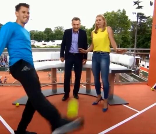 Finalist Roland Garros bewijst dat hij naast tennissen ook een aardig potje kan voetballen