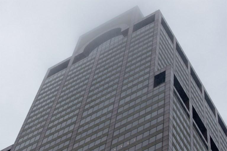 Helikopter stort neer op gebouw in hartje Manhattan: één dode