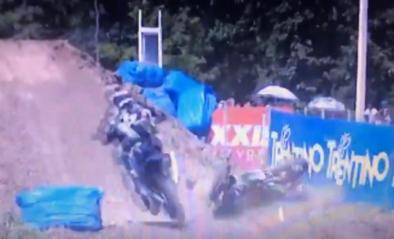 Motorcrosser Clément Desalle houdt dubbele beenbreuk over aan zware val in Rusland