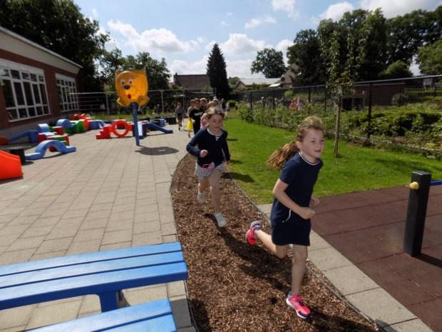 De Wingerd laat kinderen op Finse piste over speelplaats lopen