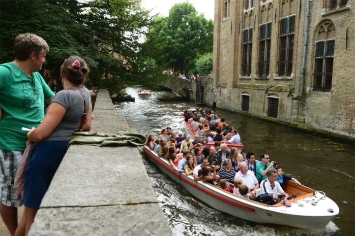 """Brugge heeft genoeg (van) dagjestoeristen: """"Drie keer zoveel toeristen als inwoners, dat kan niet meer"""""""