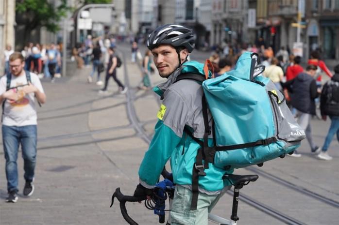 """Koeriers Deliveroo staken: """"Wij verdienen geen 12 euro per uur en moeten zelf onze fiets betalen"""""""