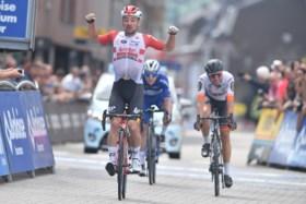 """REACTIES. Victor Campenaerts tevreden met eerste zege in wegkoers, maar Remco Evenepoel is grote winnaar: """"Waande me in een speeltuin"""""""