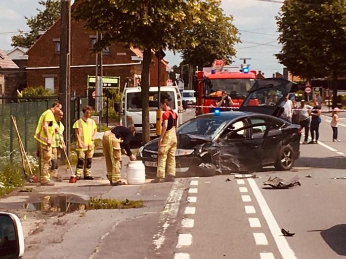 Zwaar verkeersongeval met politiecombi en personenwagen