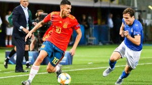 Gastland Italië klopt Spanje in andere groepswedstrijd, ook Spanjaarden al meteen onder druk