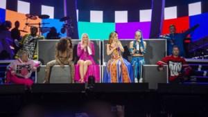 """""""Ik was gewoon een verwend nest"""": Geri 'Halliwell' Horner excuseert zich op podium voor het verlaten van de Spice Girls in 1998"""