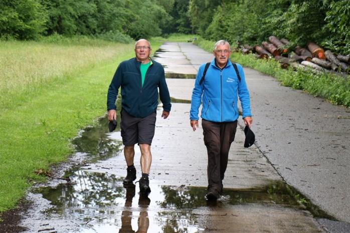 """Achiel en Patrick wandelen al zo'n vier decennia deze 100 kilometer: """"Vergeet de Dodentocht, de Nacht is de mooiste van allemaal"""""""