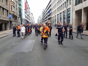 Betogende brandweermannen zorgen voor verkeershinder in centrum van Brussel en steken palletten in brand voor ministerie